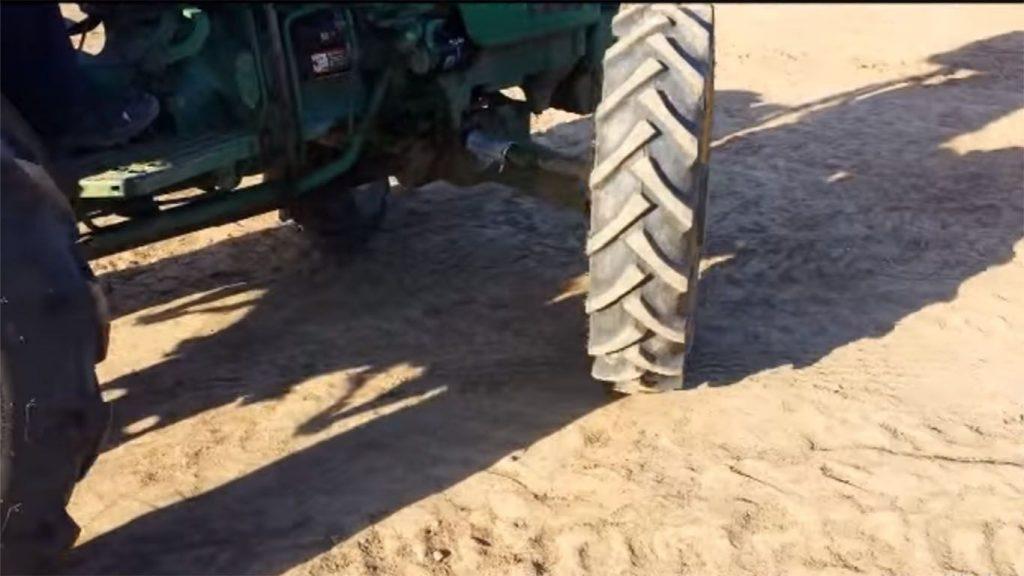 direcciones de un tractor