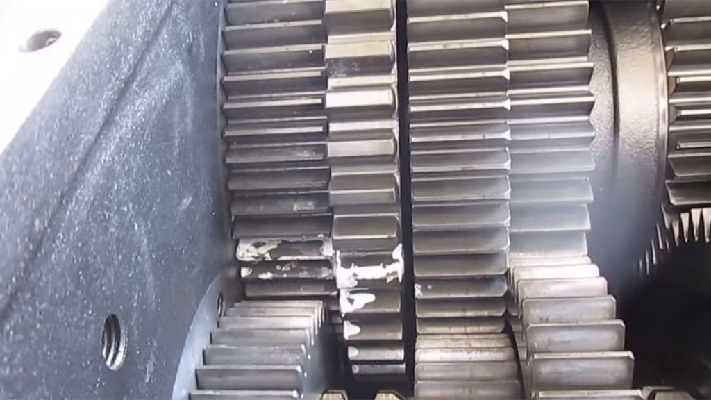 la barra de transmision de un camion