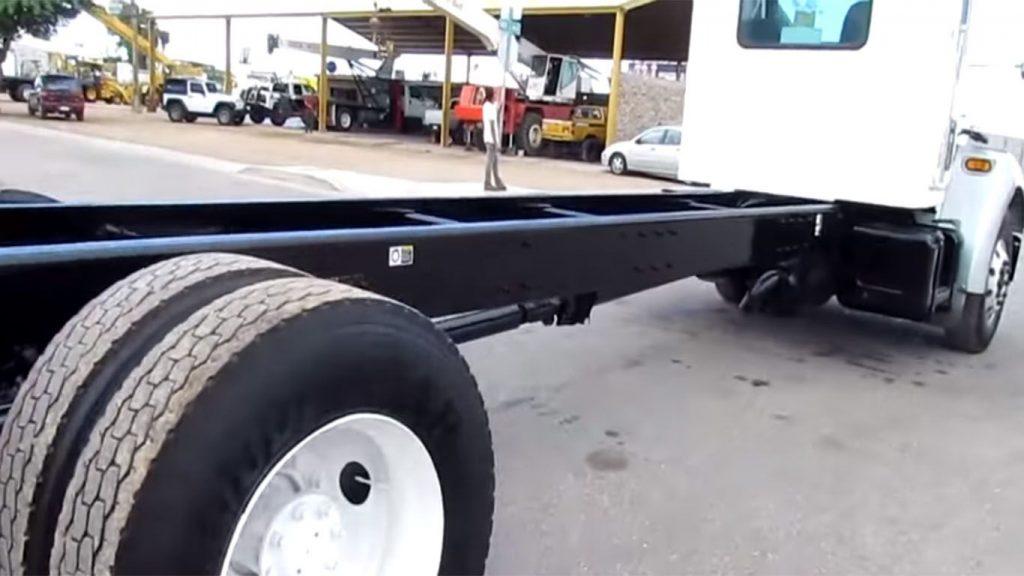 el chasis de un camion