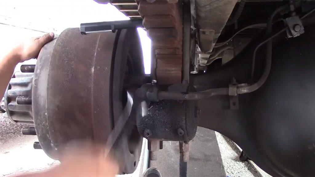 los frenos de un camion