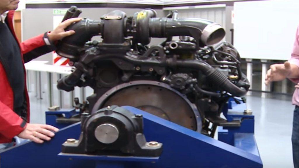 el motor de un camion