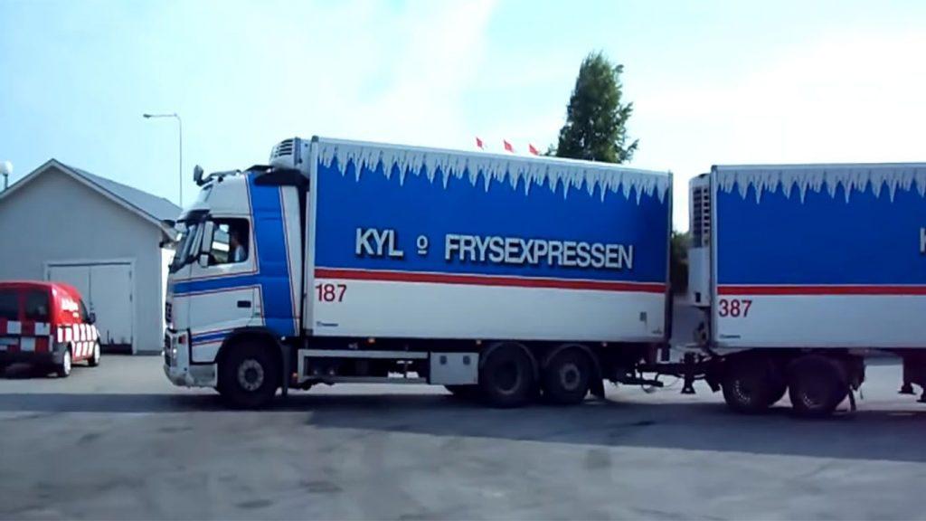 el remolque de un camión